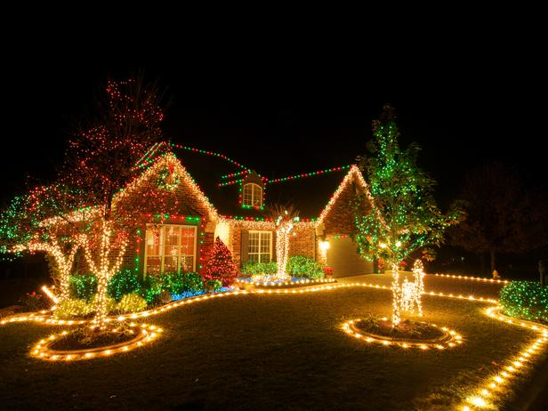 colored outdoor christmas lights photo - 10