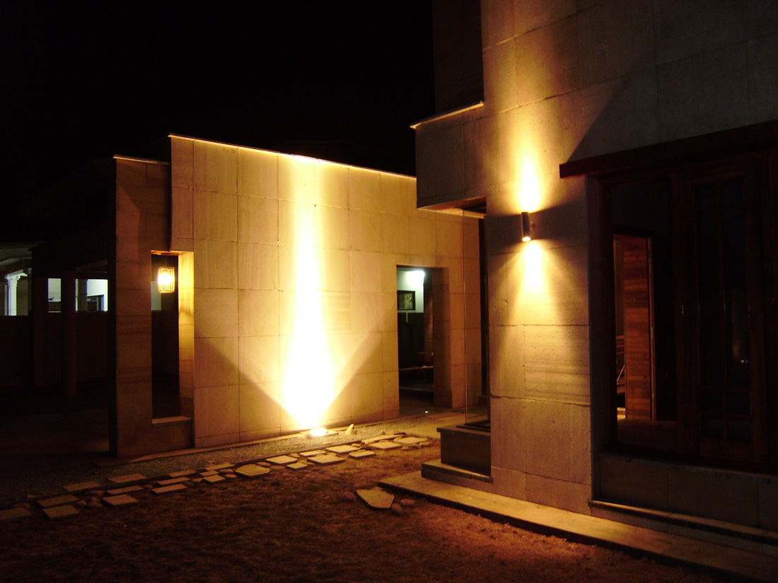 commercial exterior wall lights photo - 1