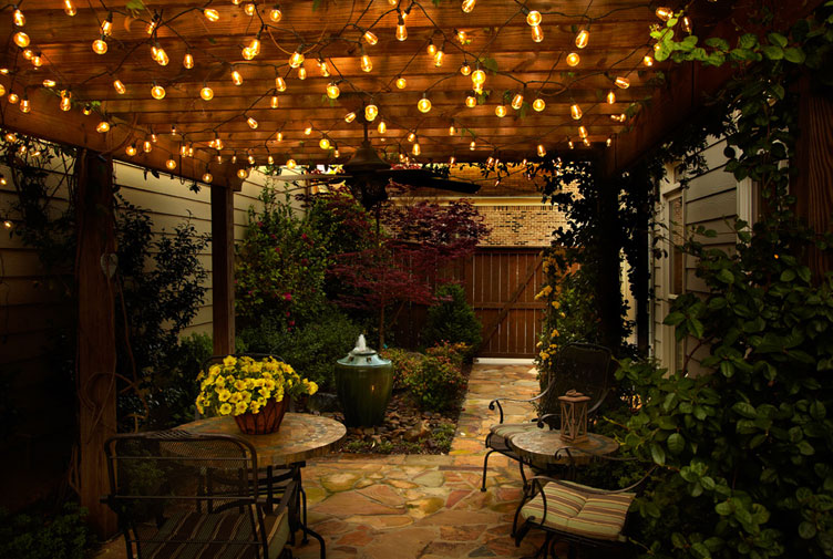 Edison outdoor string lights for decorating your home warisan lighting - How to use lights to decorate your patio ...
