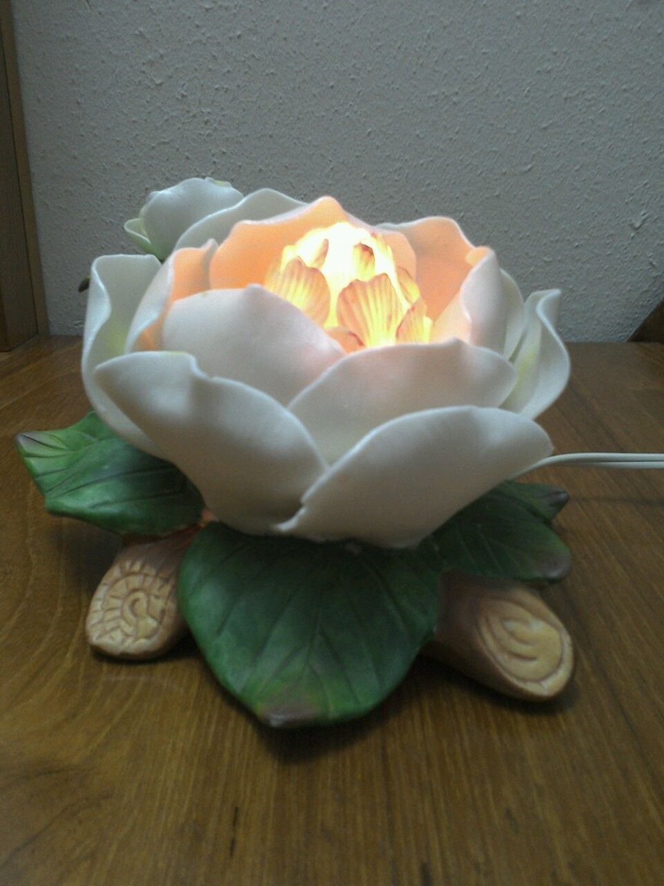 flower table lamp photo - 3