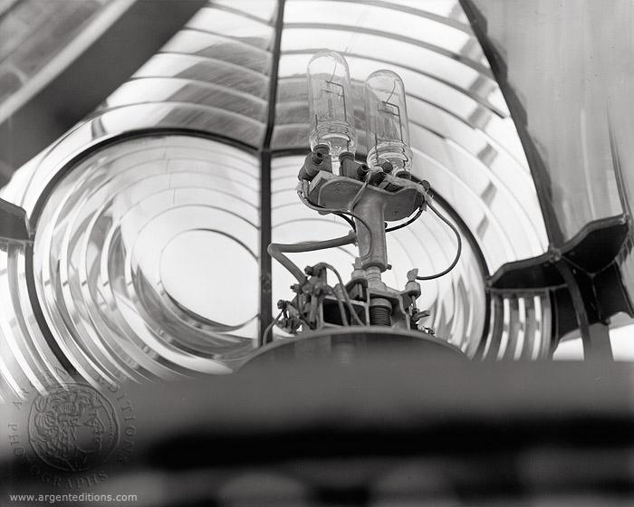 fresnel lamp photo - 1