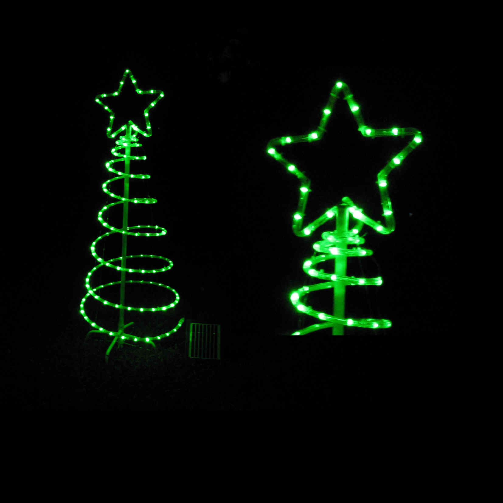 green outdoor christmas lights photo - 3