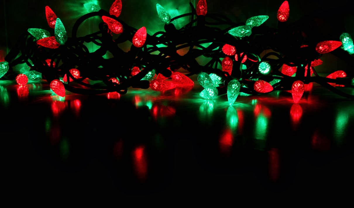 green outdoor christmas lights photo - 9