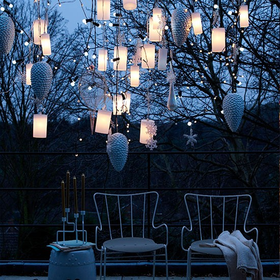hang outdoor christmas lights photo - 3