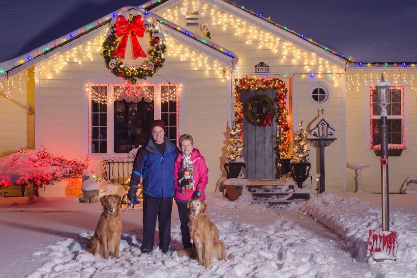 hang outdoor christmas lights photo - 8