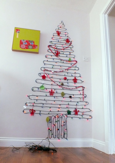 how to make a wall christmas tree with lights photo - 2