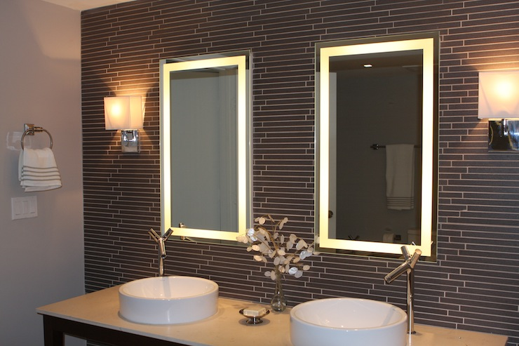 Lighted Wall Mirror: lighted wall mirrors photo - 1,Lighting