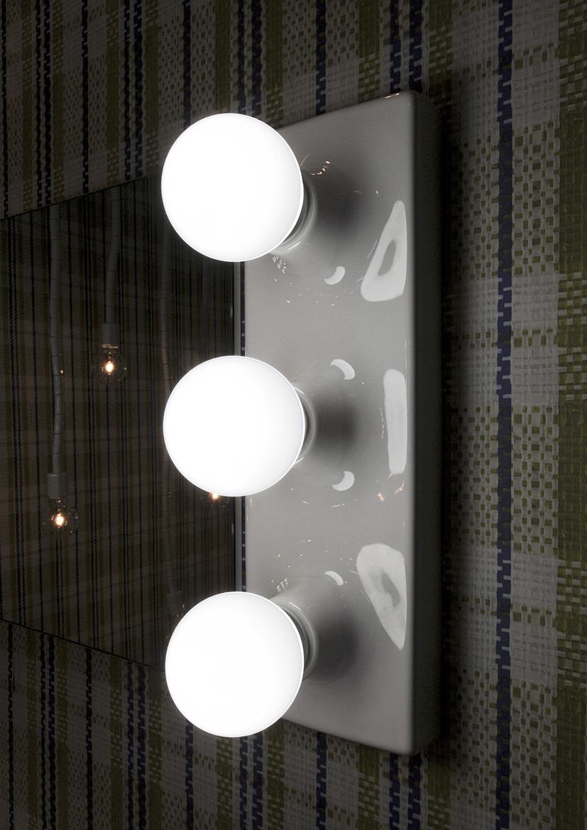 make up lamp photo - 2