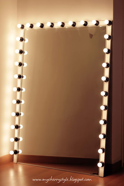makeup wall mirror with lights photo - 1