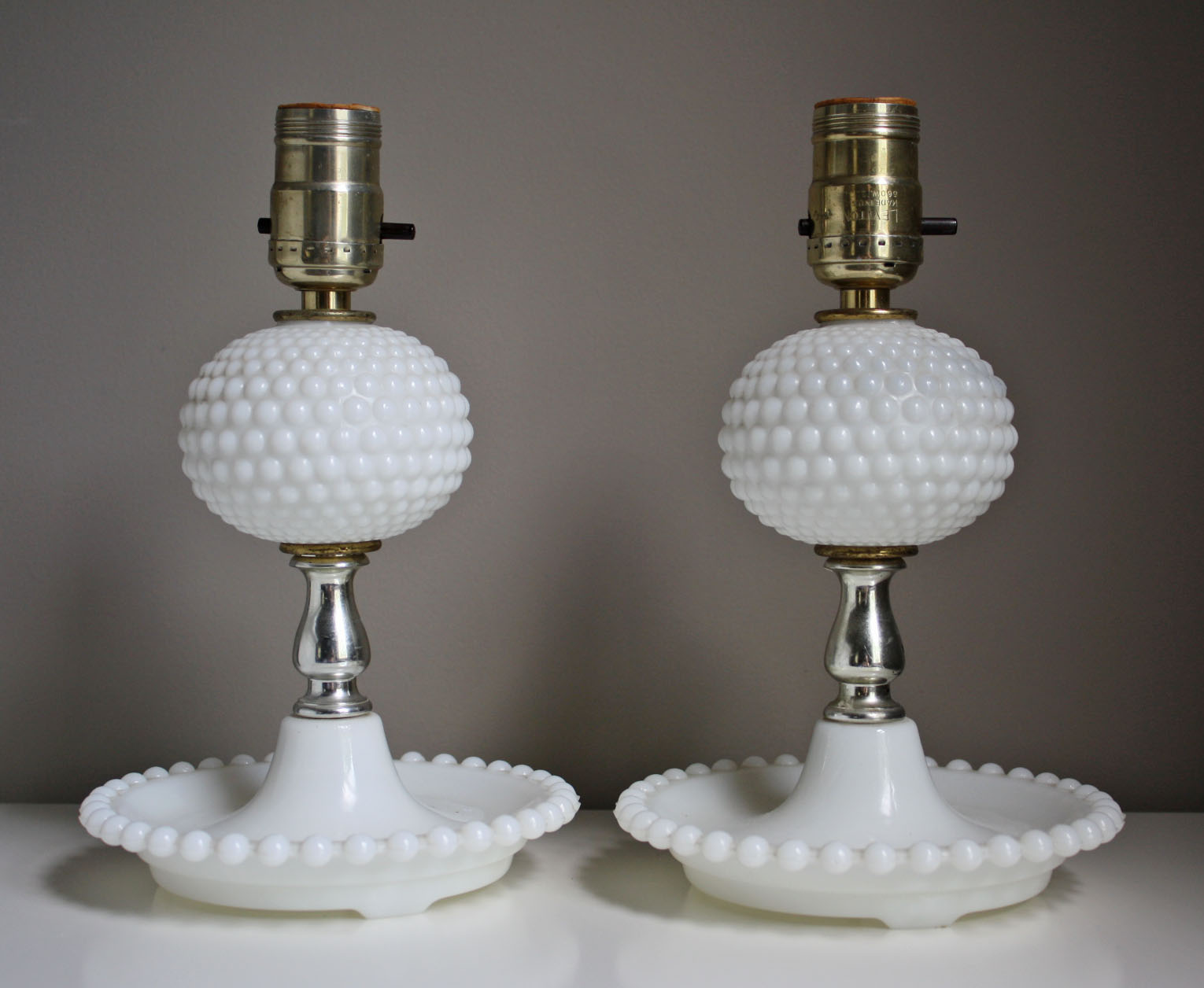 milk glass table lamps photo - 2