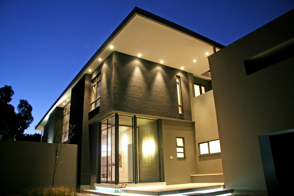10 benefits of modern exterior wall lights warisan lighting for Contemporary exterior wall lights