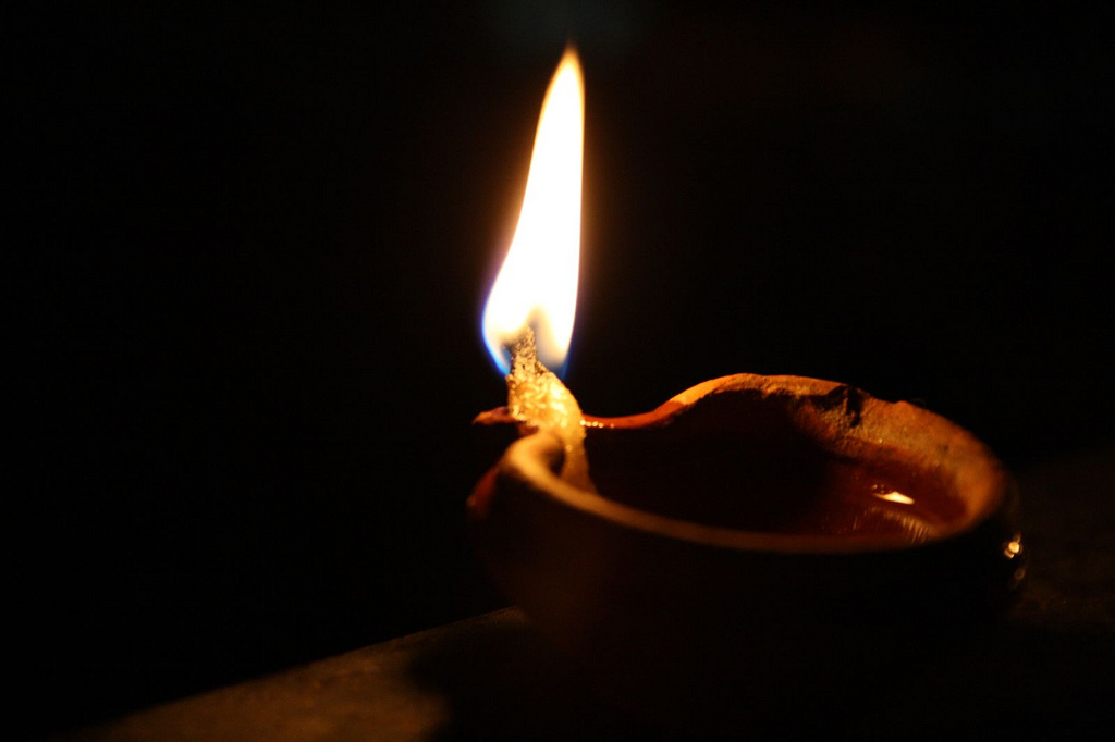 oil burning lamps photo - 7