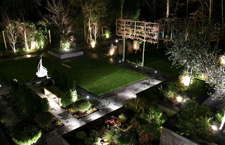outdoor backyard lighting photo - 3
