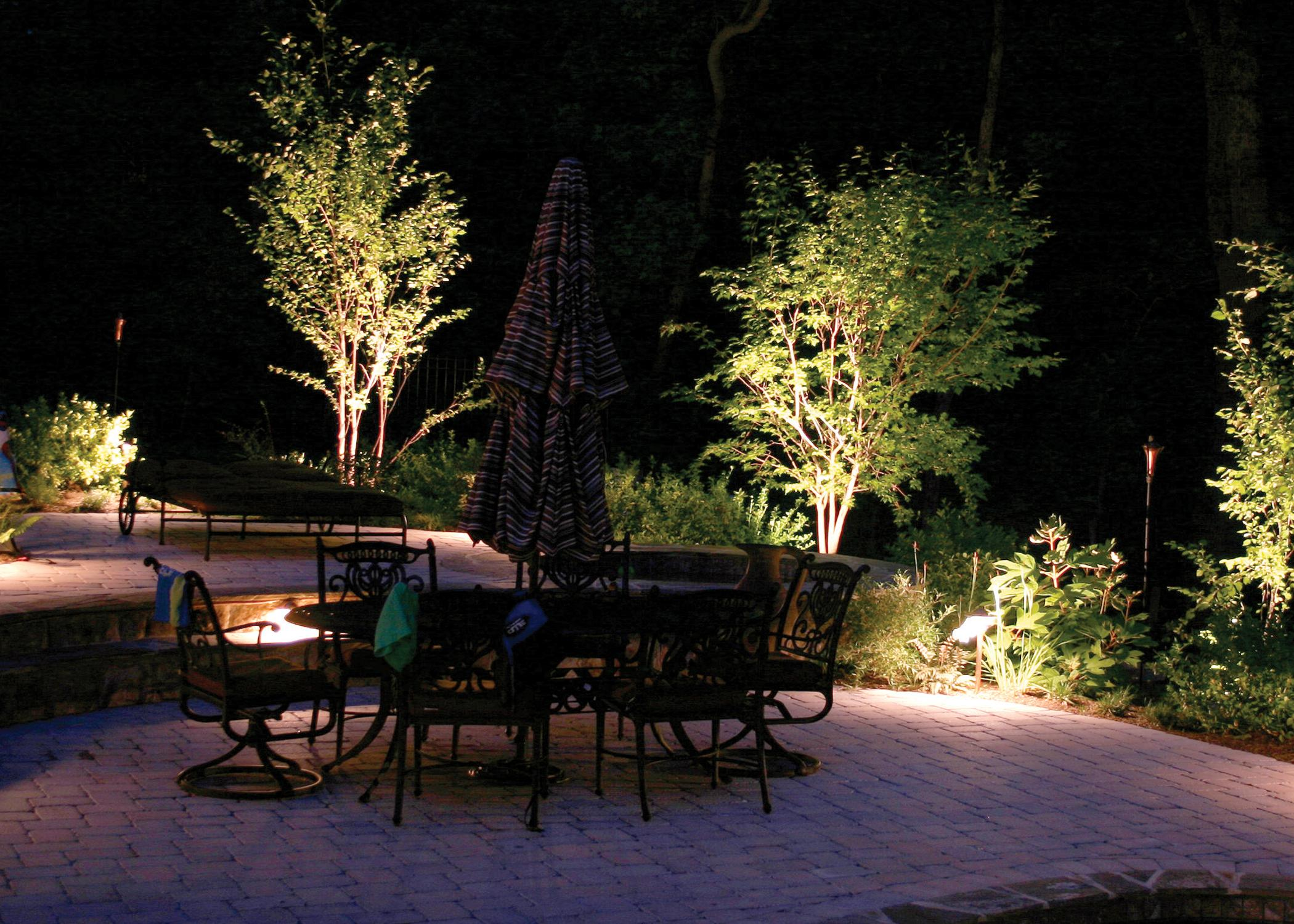 outdoor backyard lighting photo - 6