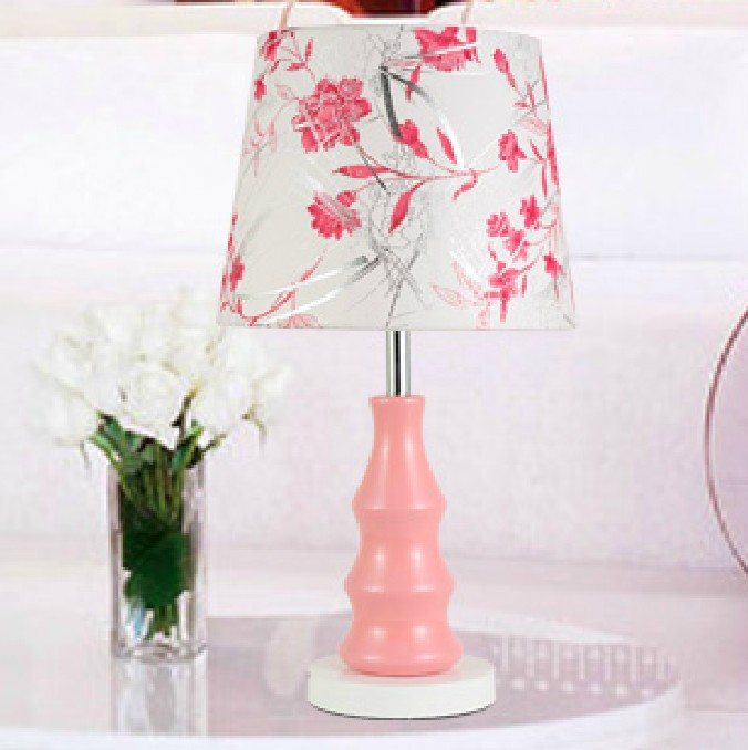 pink desk lamp photo - 3