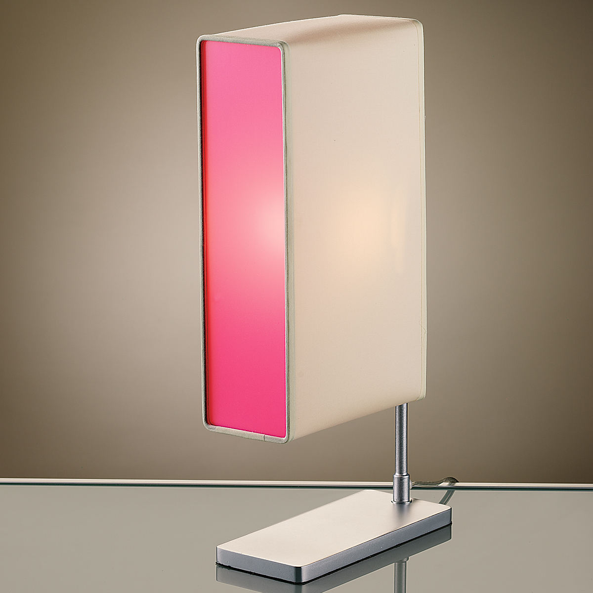 pink table lamp photo - 5