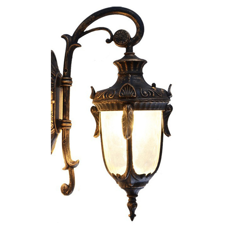 Vintage outdoor wall lights blends well in any for Vintage exterior light fixtures