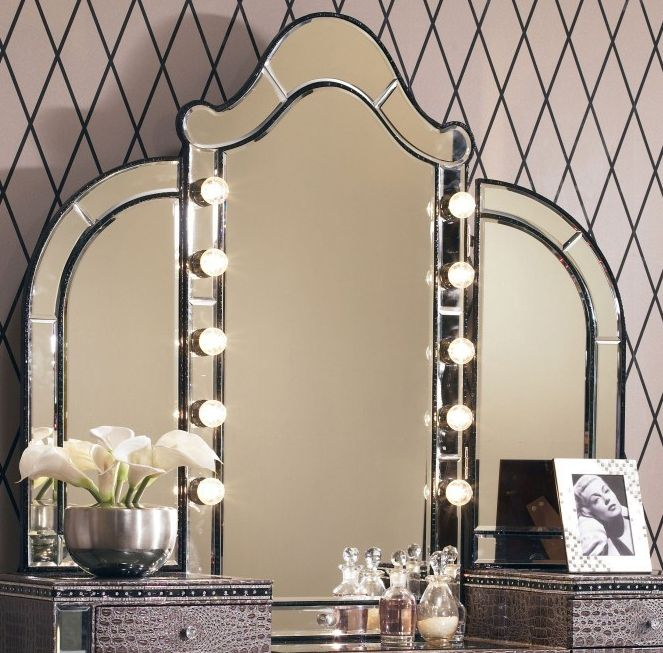 wall lighted makeup mirror photo - 7
