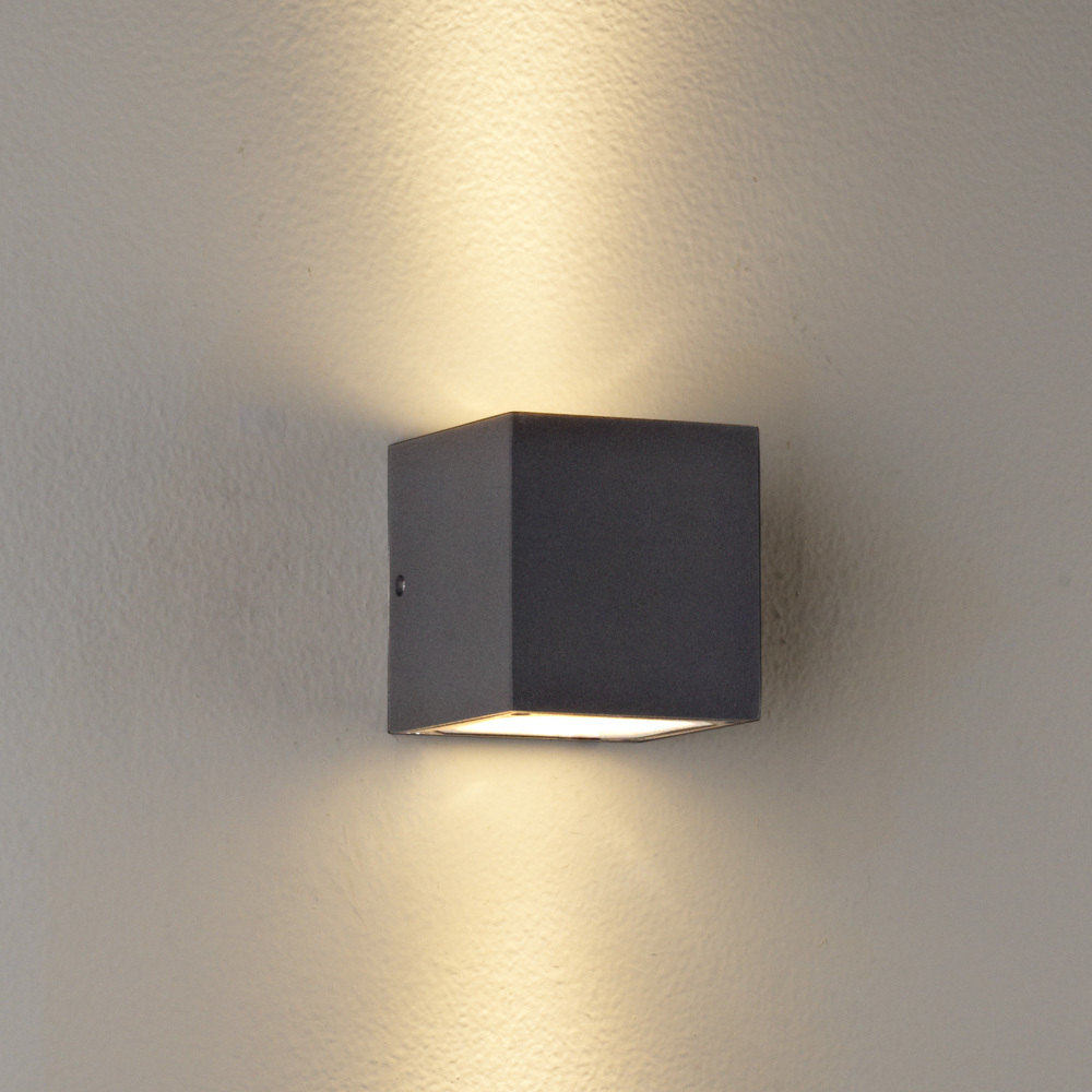 wall mounted exterior lights photo - 1