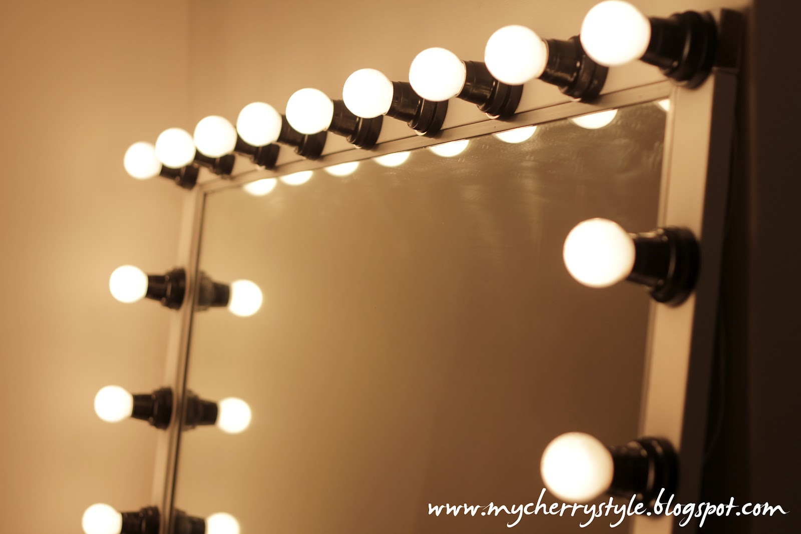 10 Exquisite Wall Vanity Mirror With Lights Warisan Lighting
