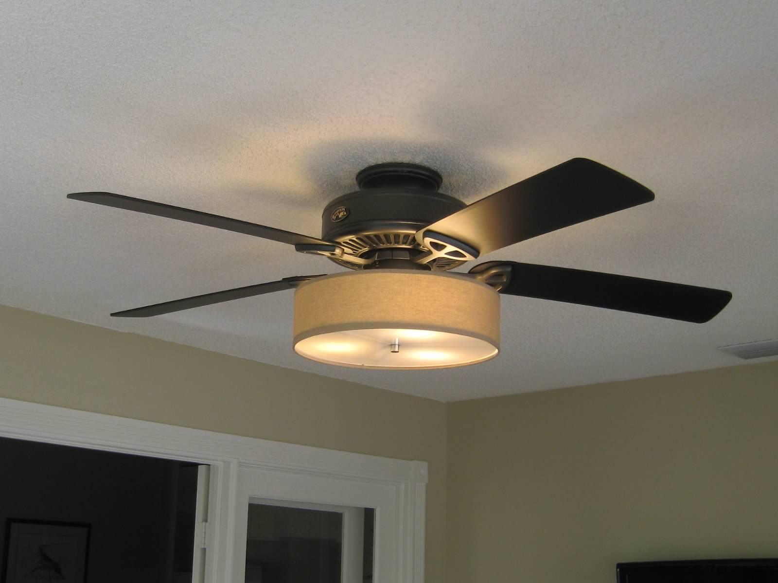 white ceiling fan light photo - 3