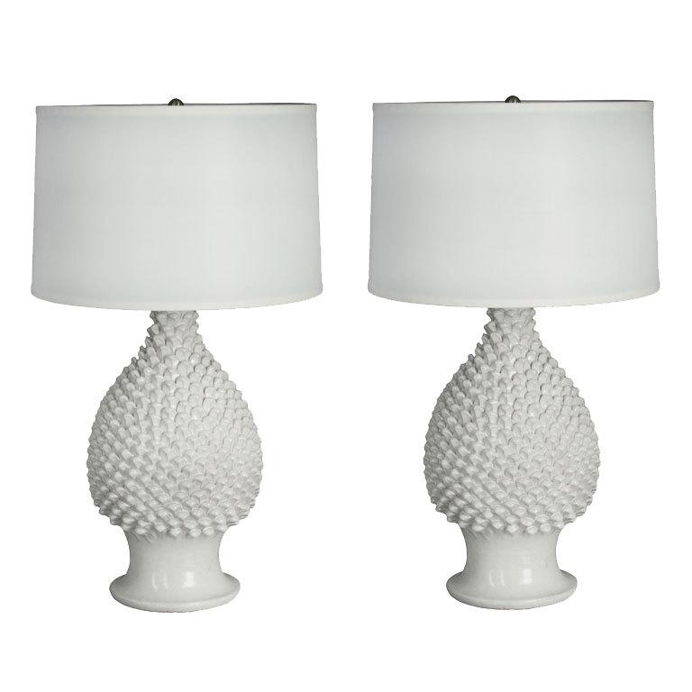 white ceramic lamps photo - 3