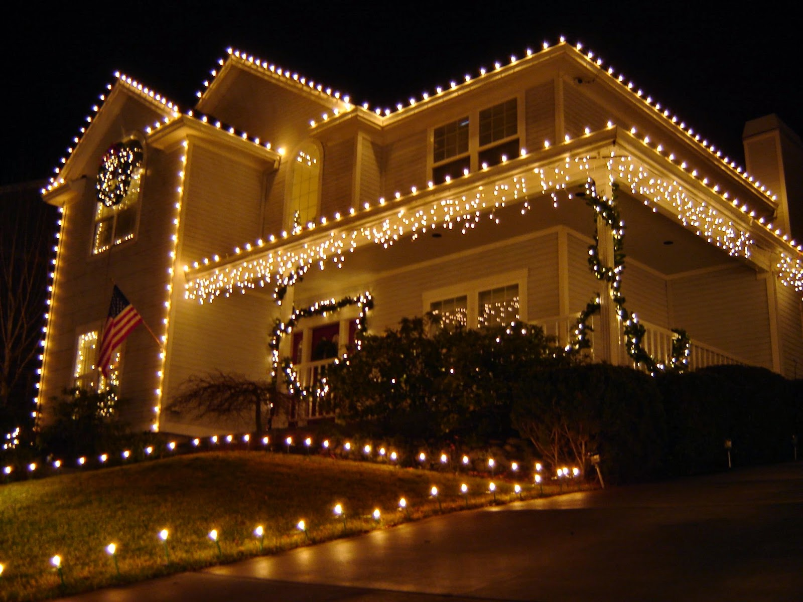 white exterior wall lights photo - 3
