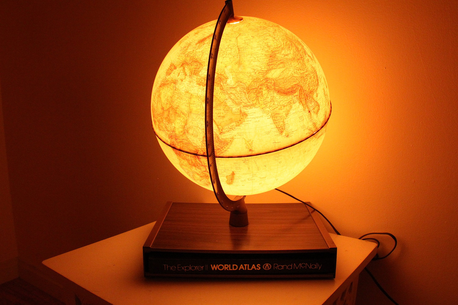 world globe lamp photo - 2