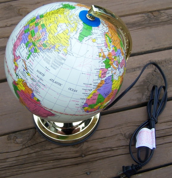world globe lamp photo - 5
